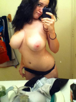 Stacked Top Heavy Amateur Babe