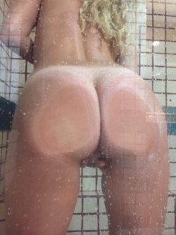 Who likes ass play? (F)