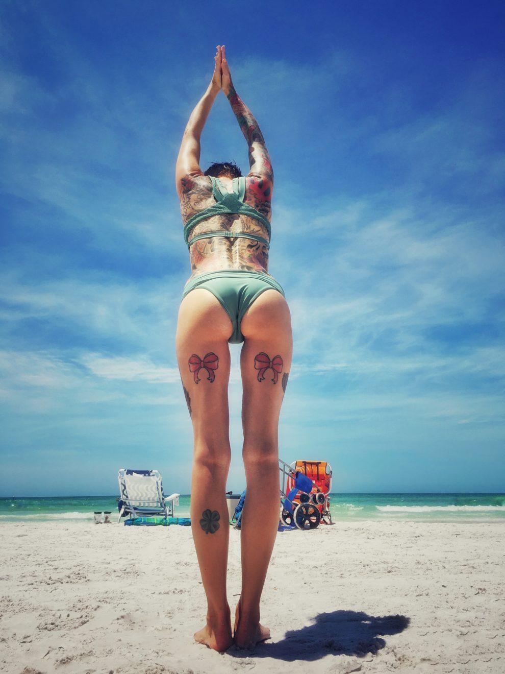 Worshipful gap at the beach