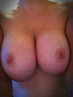 (f)irst time :) hope you like big tits...