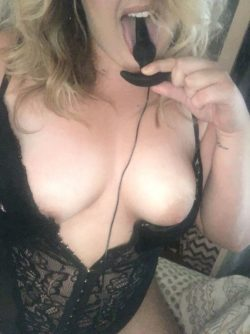 wetting my toy be[f]ore it goes in my ass