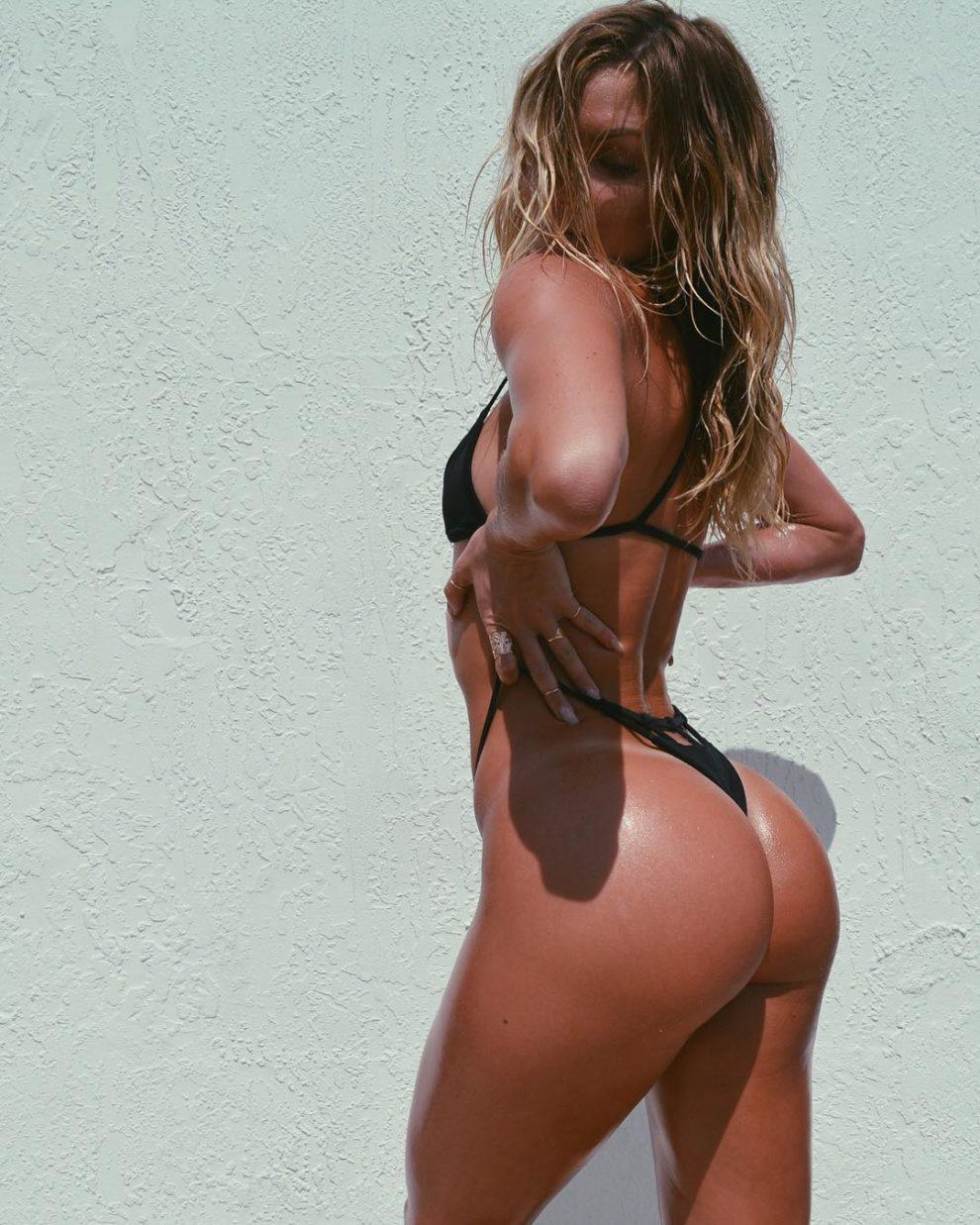 Cassandre Davis' ass