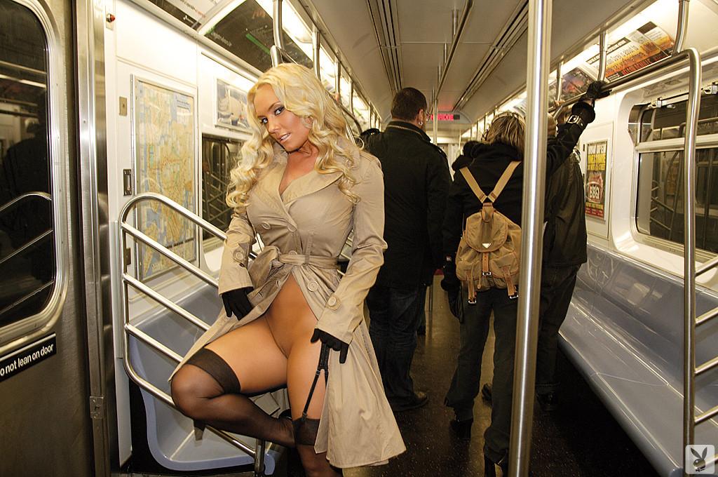 Порно фото метро
