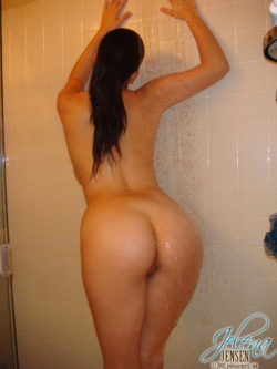 Having a bath with Jelena Jensen