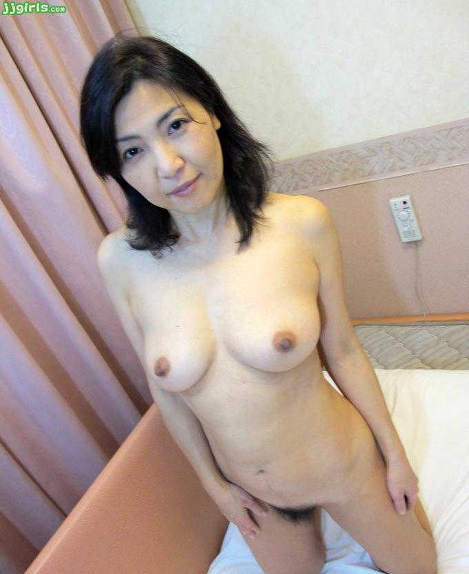 Japanese milf (Misako Date)