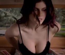 Alexandra Daddario in 'Burying the Ex'