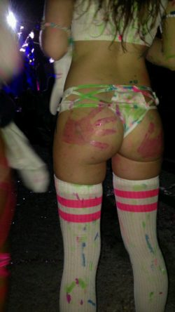 Plump rave girl
