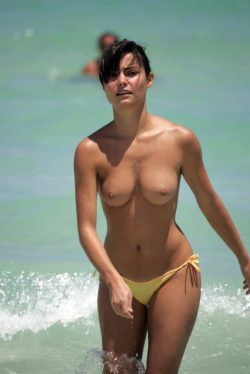 Sexy babe topless at the beach