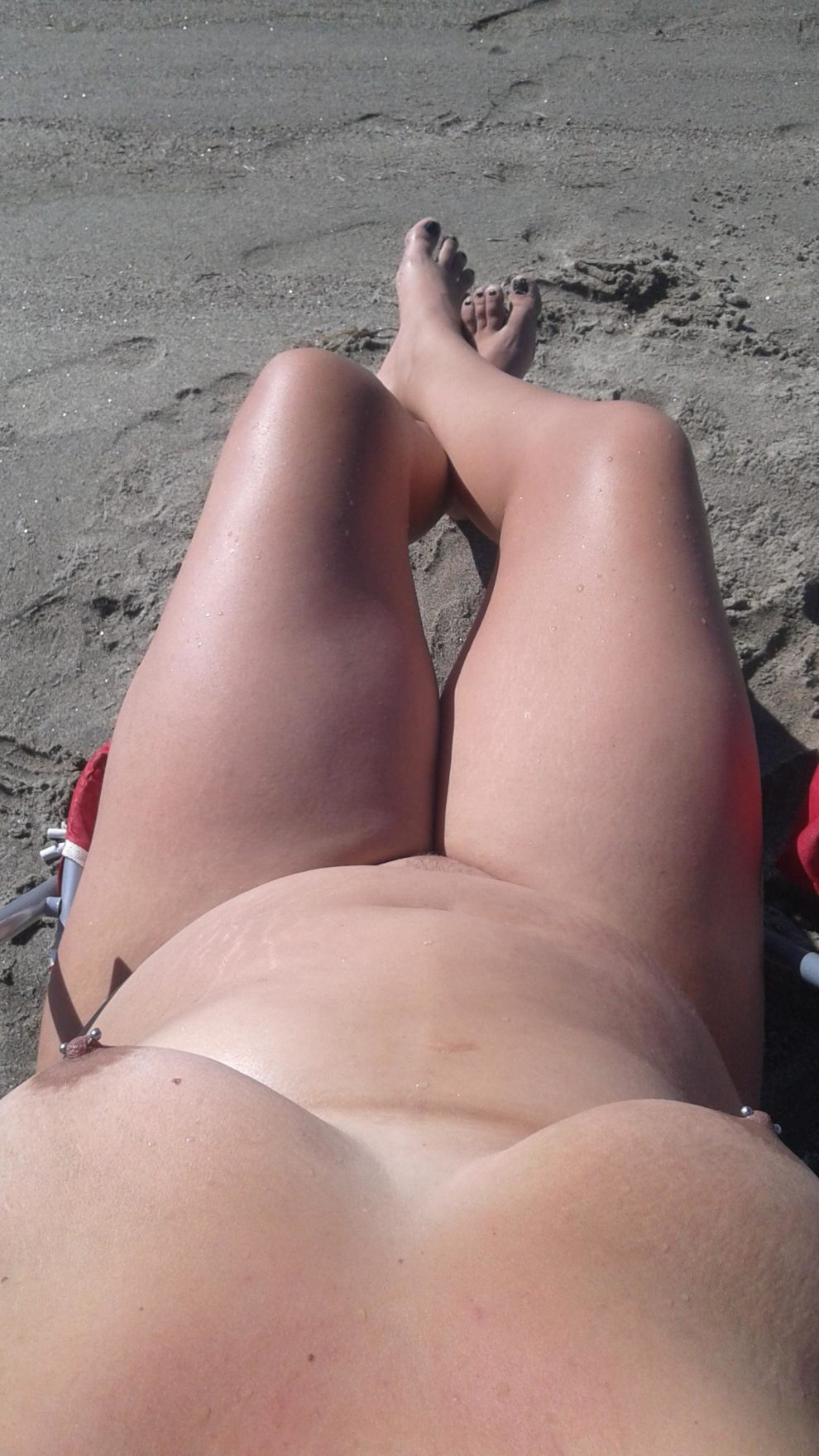 Soaking up the sun...(xpost gwcurvy)