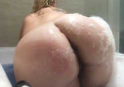 Wanna help a Pawg wash off?