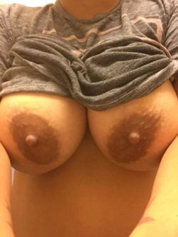 Wi(f)e tits. What do you think gw? ;)
