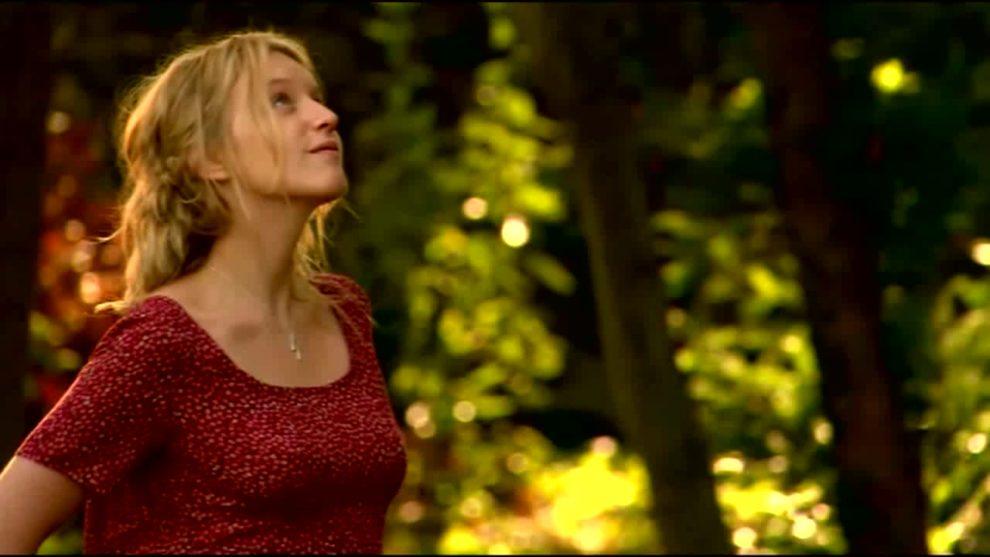 Ludivine Sagnier shows her cute character development in La petite Lili (2003)