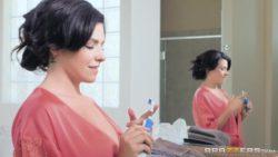 Danica Dillon makes bath time fun