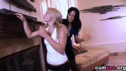 Zoey Holloway making Alyssa Branch squirt