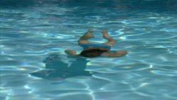 Jennifer Garner blue bikini plot on Alias