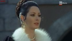 "Edwige Fenech's eloquent plot in ""Quando le Donne si Chiamavano Madonne"""