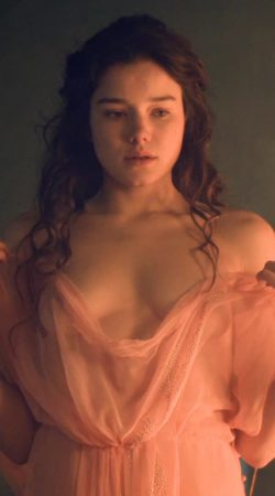 Hanna Mangan Lawrence in Spartacus War of the Damned