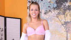 Golden-haired Hottie Zoey Monroe LIVE