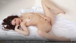 Hawt Couch – Niki Mey