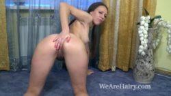 Sunny Pubic hair milks on her carpet