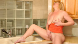 Voluptuously ample cougar